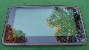 1999 NISSAN PATHFINDER OEM SUNROOF GLASS PANEL 91210-1W201